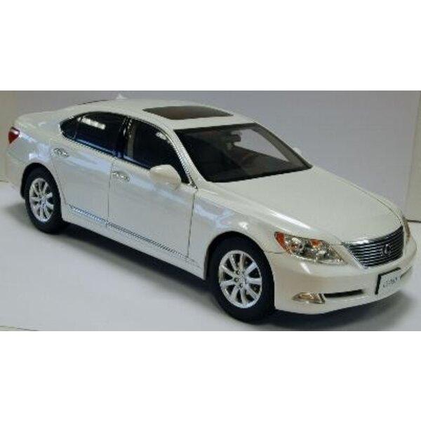 Lexus Ls460 White Cristmet 1:18