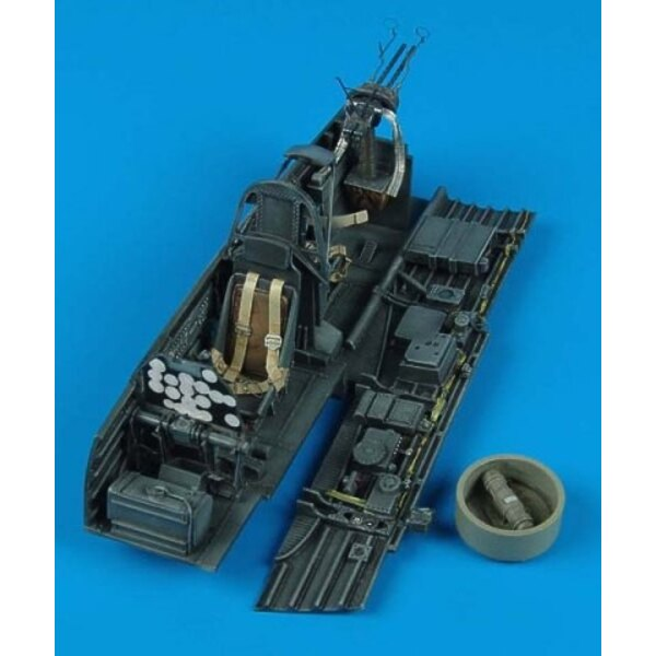 Junkers Ju 87D/G Stuka cockpit (designed to be assembled with model kits from Hasegawa)