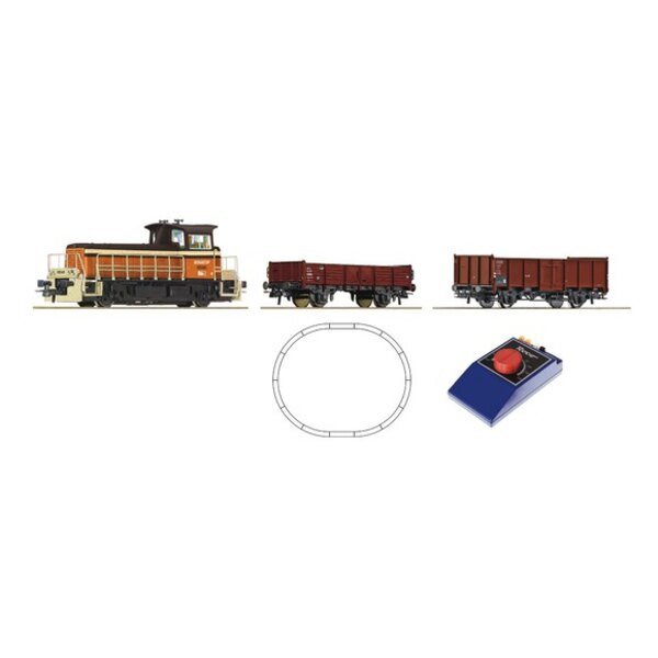 Analogue Starter Set: Small Diesel locomotive and freight train